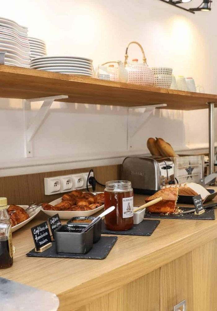 buffet-petit-dejeuner-hotel-reserve-brive