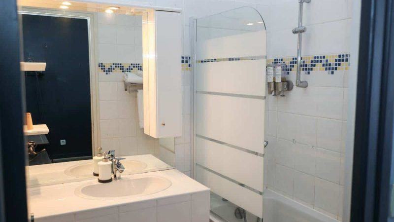 hotel-reserve-brive-la-gaillarde_suite-familiale16-(4)