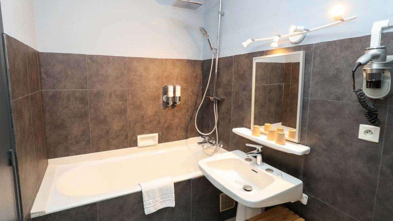 hotel-reserve-brive-la-gaillarde_suite-familiale3-(1)